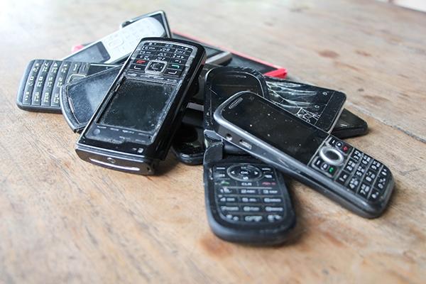 124 Mio. Alt-Handys in der Schublade