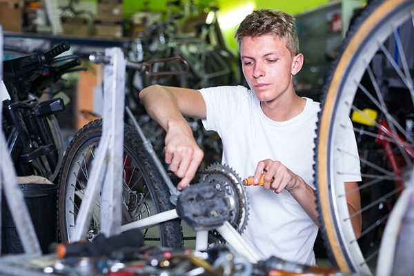 Fahrradmonteur/-in