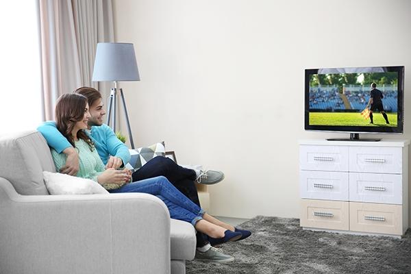 46 % der Internetnutzerinnen und -nutzer sehen online fern