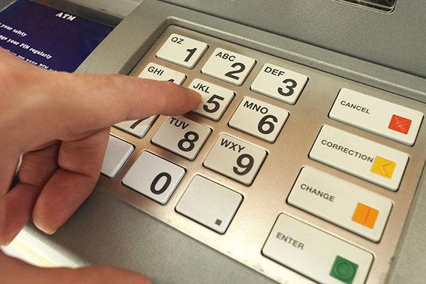 Geldabheben im Ausland: Teure Euro-Falle