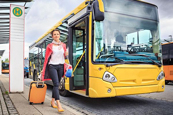 Nahverkehr mit Bus und Bahn: Täglich 240 Mal rund um die Erde