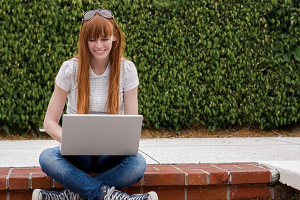 EF bietet kostenlose Online-Sprachkurse & Workshops
