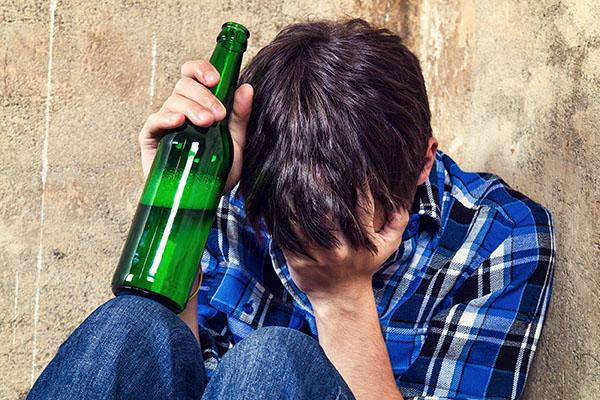 Fast 15.000 Kinder und Jugendliche wegen Alkoholmissbrauch im Krankenhaus