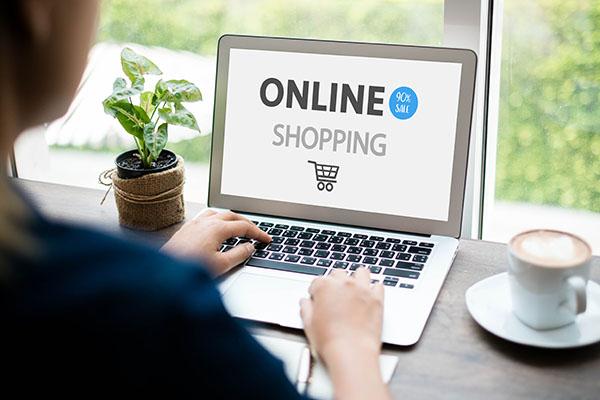 Teenager bestellen in der Krise mehr online