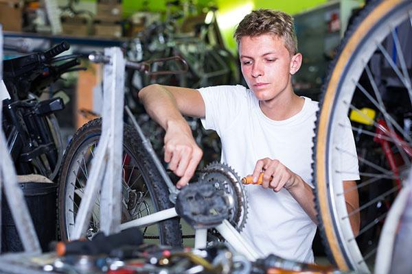 Fahrradmonteur/in