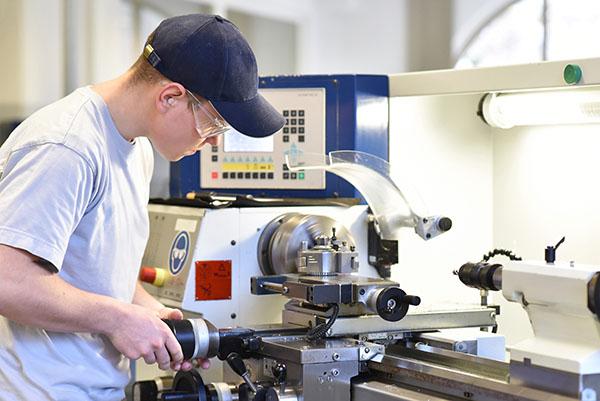 Neue Ausbildung Präzisionswerkzeugmechaniker/-in