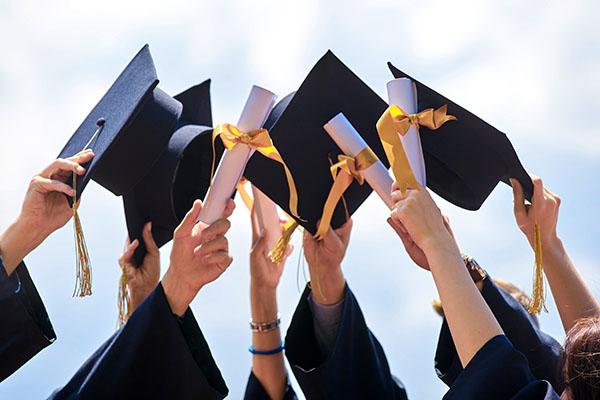Zahl der Hochschulabschlüsse 2018 um 1 % gesunken